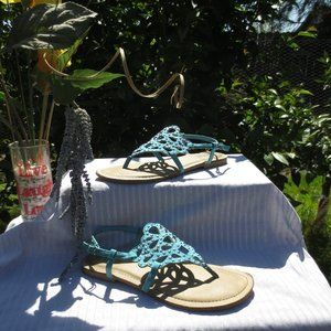 **Kenneth Cole** Reaction Thong Sandals Size 6 1/2